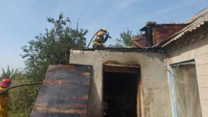 В Мелітопольському районі сталась пожежа: будинок згорів повністю, господаря госпіталізували, — ФОТО