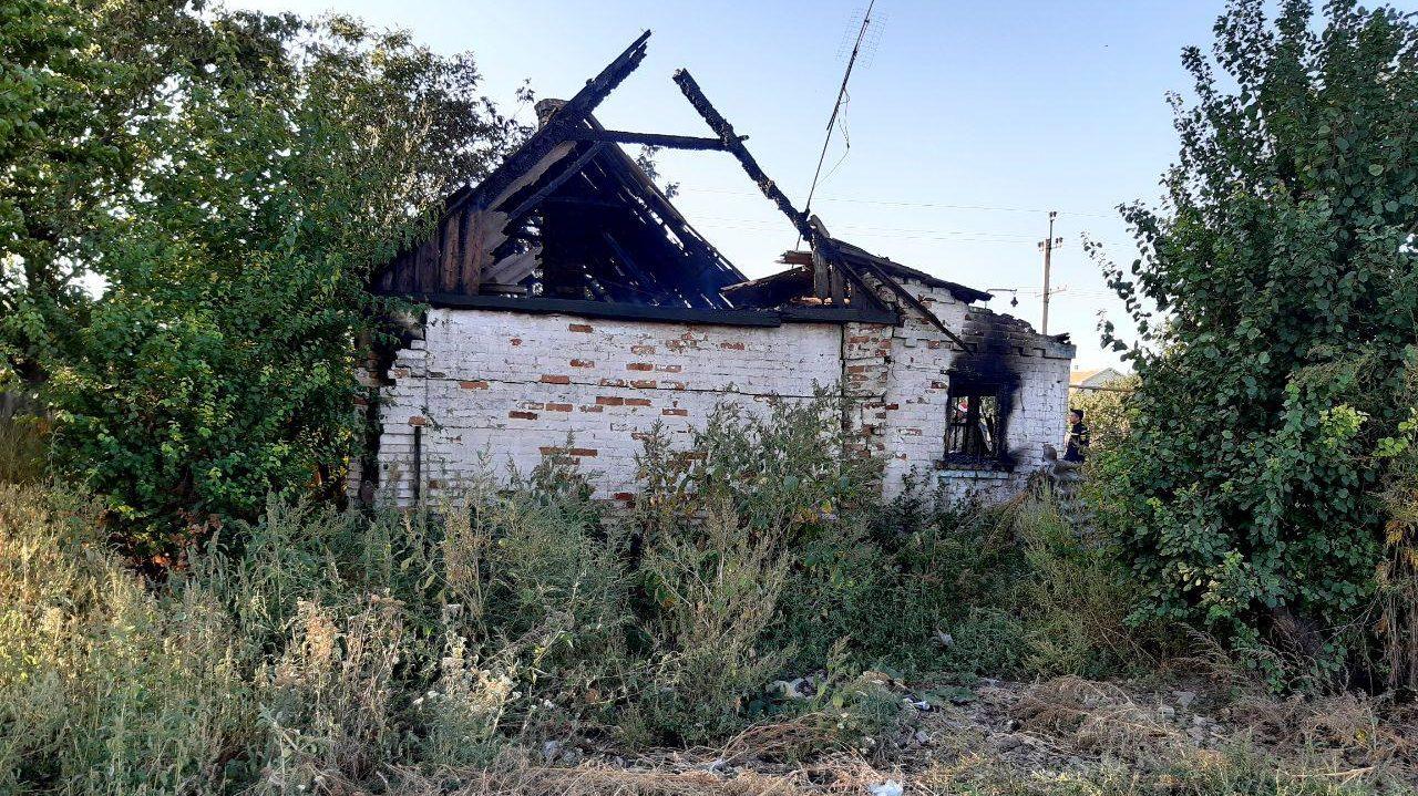 Залишилися лише цеглини: в Запорізькій області у власному будинку згорів пенсіонер, — ФОТО