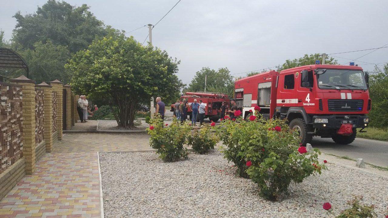В Вольнянском районе в доме произошел пожар: из эпицентра огня госпитализировали человека, — ФОТО