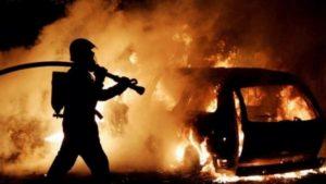 На Кічкасі в Запоріжжі палала елітна автівка, — ФОТО