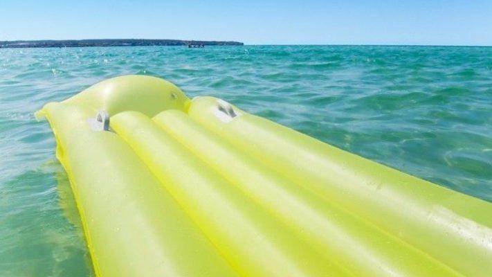 На запорізькому курортному узбережжі трьох жінок віднесло у відкрите море