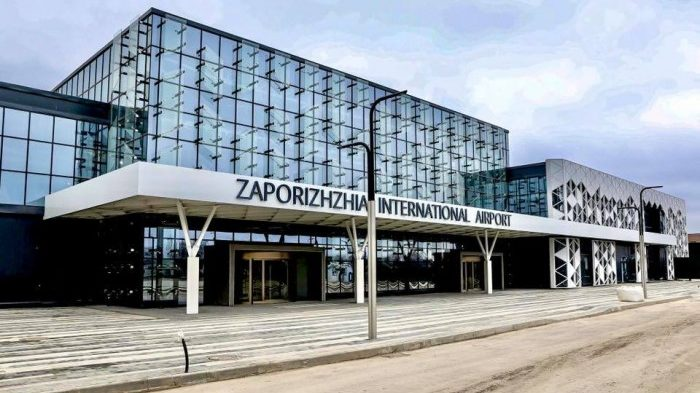 В запорожском аэропорту 180 пассажиров эвакуировали из самолета из-за ложного минирования