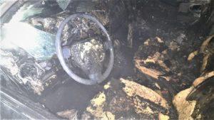 В Комунарському районі двоє невідомих підпалили автомобіль: поліція розповіла подробиці, — ФОТО
