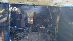 В Запорожской области в гараже произошел пожар: машина внутри него сгорела полностью, - ФОТО