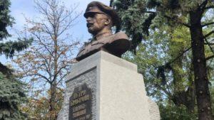В столиці встановили пам'ятник командиру 1-ю Запорізькою дивізією
