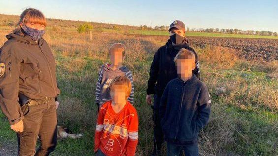 Поліцейські повернули додому маленьких мандрівників, які пішки намагалися дійти з Марганця до Запоріжжя