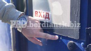 Полиция ведет расследование по факту обстрела маршруток в Бердянске, — ФОТО