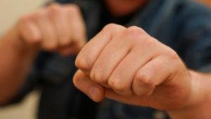 В Запоріжжі поліцейському зламали щелепу: винуватцю