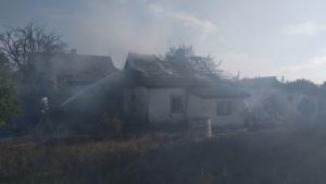 На Запоріжжі палав нежилий будинок: ДСНС-ники загасили пожежу