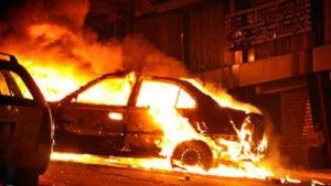 В микрорайоне Запорожья горела машина: пострадали еще две машины
