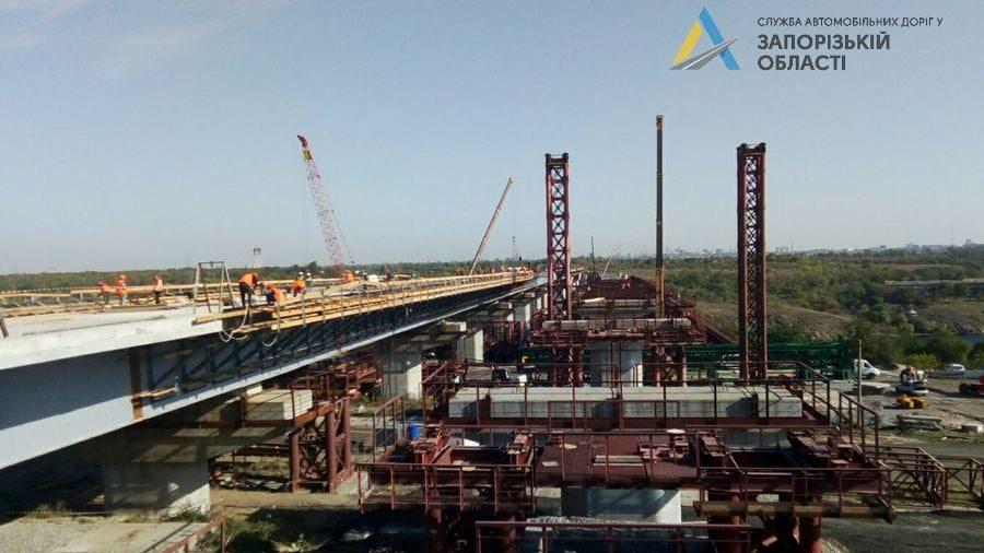 В Запорожье круглосуточно строят мосты через Днепр: что уже успели сделать подрядчики, – ФОТО