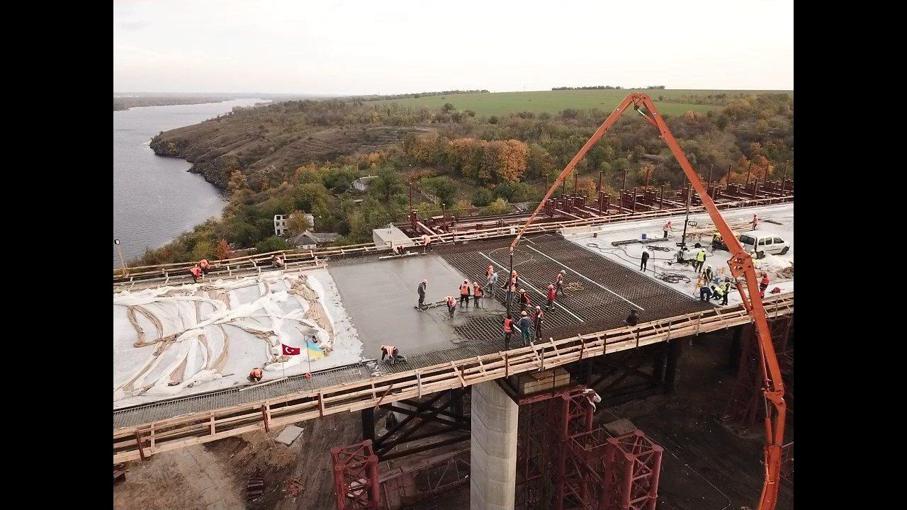 В Запорожье полностью забетонировали проезжую часть нового моста через Днепр, – ФОТОРЕПОРТАЖ