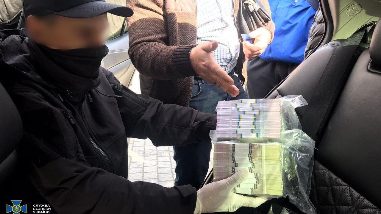 Бывшее руководство Госгеокадастра в Запорожской области поймали на взятке в 600 тысяч гривен, – ФОТО