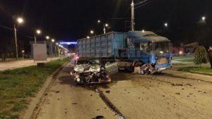 В Запорожской области BMW лоб в лоб столкнулось с зерновозом: водитель в реанимации, – ФОТО