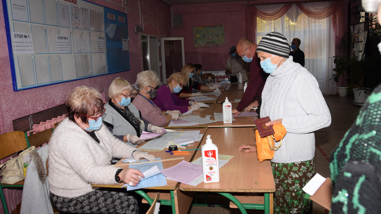 Стало известно, кто лидирует на выборах в городах Запорожской области