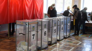 В Запорожской области избиратель вынес свой бюллетень за пределы избирательного участка