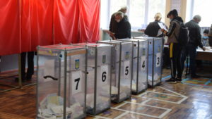 В Запорожской области сообщили о подозрении главе избирательной комиссии, которого поймали на фальсификации голосования