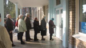 Маски, дезинфекция и очереди: как жители Запорожья на своих участках голосуют в условиях карантина, – ФОТОРЕПОРТАЖ