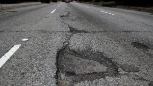 Обласна прокуратура вимагає покарати перевізників, які руйнують дорожнє покриття