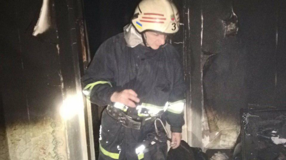 В Дніпровському районі Запоріжжя у квартирі сталась масштабна пожежа, — ФОТО