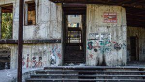В Шевченковском районе Запорожья недострой стал приютом для бездомных и наркоманов, – ФОТОРЕПОРТАЖ