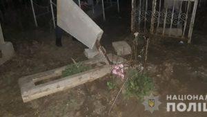 В Запорожской области вандалы устроили погром на кладбище, – ФОТО