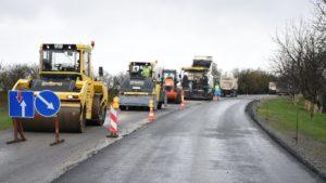 Под Запорожьем за 50 миллионов капитально отремонтировали 2 километра разбитой дороги, – ВИДЕО