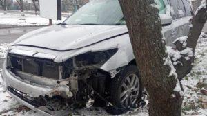 В Токмаку сталась ДТП: пасажира автівки витягали за допомогою спецзасобів, — ФОТО