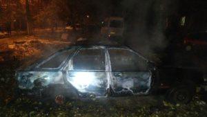 В одному з районів Запоріжжя спалахнула машина: на місці працювали 9 рятувальників