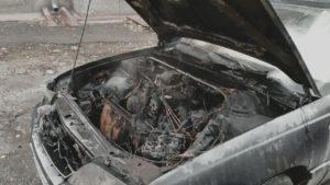 Утром в Запорожье вспыхнула машина: огонь ликвидировали 8 пожарных, — ФОТО