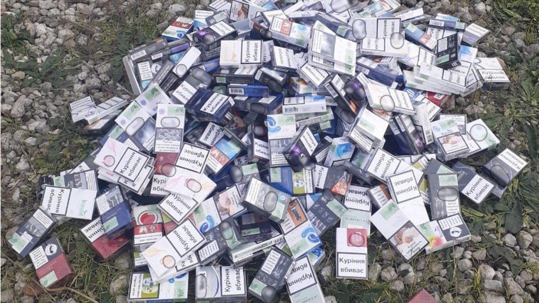 В Запорожье четверо воров вломились в магазин и украли два мешка сигарет, – ФОТО