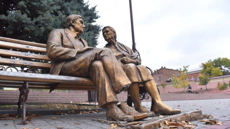 """""""Пам'ятник батькам"""" у Запоріжжі реставрують"""