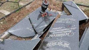 В Бердянському районі вандали познущалися над пам'ятниками, — ФОТО