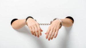 Працівниця виборчої дільниці в Приморську може отримати 7 років ув'язнення за видані бюлетені