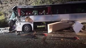На маріупольскій трасі автобус врізався в трактор: поліція розповіла подробиці ДТП