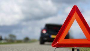 В Запорожье в ДТП автомобиль вылетел с дороги и едва не сбил пешехода, – ВИДЕО