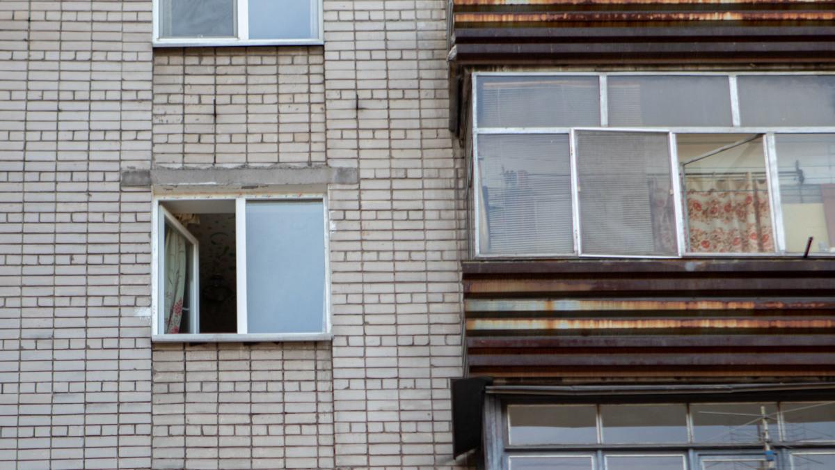 В Запорожье 13-летний мальчик выбросился из окна 10-го этажа и разбился насмерть