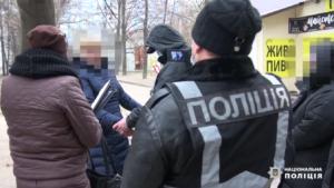 Жительница Запорожья за 600 гривен сдала сына «в аренду» для занятия попрошайничеством, – ВИДЕО