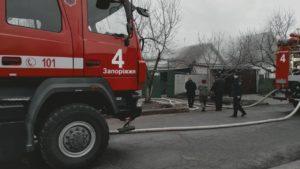 В Запоріжжі сталась пожежа на території приватного домоволодіння: вогонь «розбігся» на 40 метрів