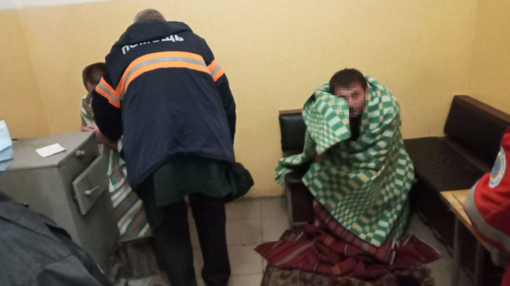 В Запоріжжі троє чоловіків перекинулися на човні: ДСНС-ники розгорнули спецоперацію