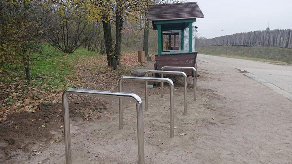На Хортиці встановили велостійки, — ФОТОФАКТ