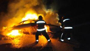 В Запорізькій області з невідомих причин спалахнув легковик