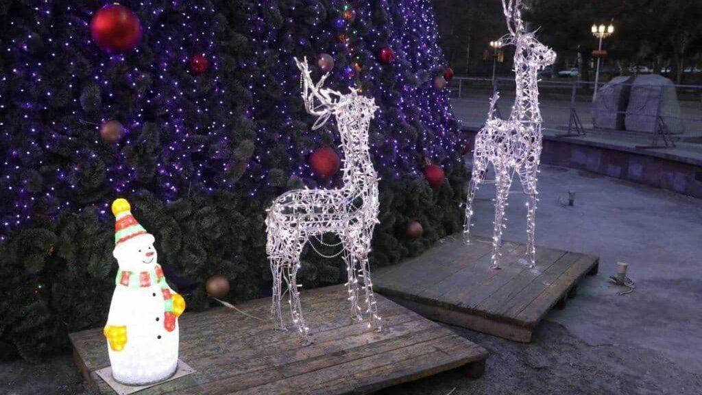 В центре Запорожья украли новогоднего оленя, потому что так захотела беременная жена одного из похитителей