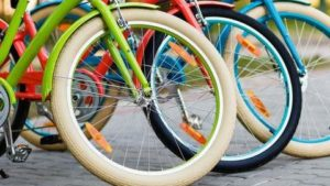 В середмісті Мелітополя встановили станції для ремонту велосипедів