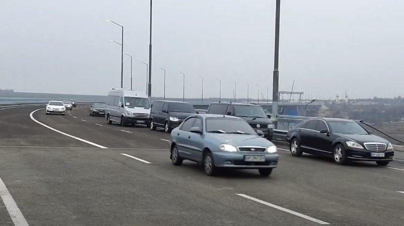 В Запорожье президент Зеленский запустил движение по новому мосту, – ВИДЕО