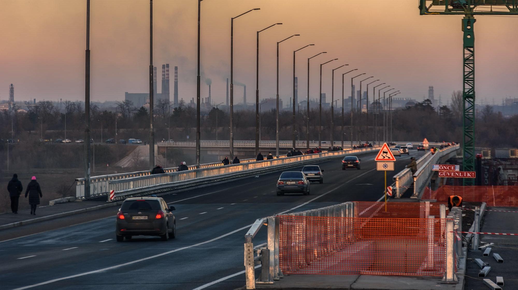 Жители Запорожья массово фотографируются на новом мосту на Бабурку, – ФОТОРЕПОРТАЖ