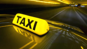 В Запорожской области у таксиста требовали 3 тысячи долларов за «крышу»