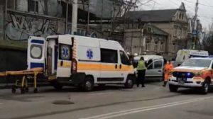 В Запорожье возле автовокзала произошло серьёзное ДТП: работают две «скорых» и спасатели, – ВИДЕО