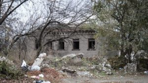 В центре Запорожья разрушается заброшенная воинская часть зенитно-ракетной бригады, – ФОТОРЕПОРТАЖ