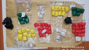 В центре Запорожья полицейские задержали очередную закладчицу наркотиков, – ФОТО